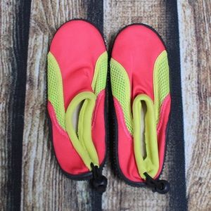 🎀3/$30 Girls Pink & Yellow Water Shoes